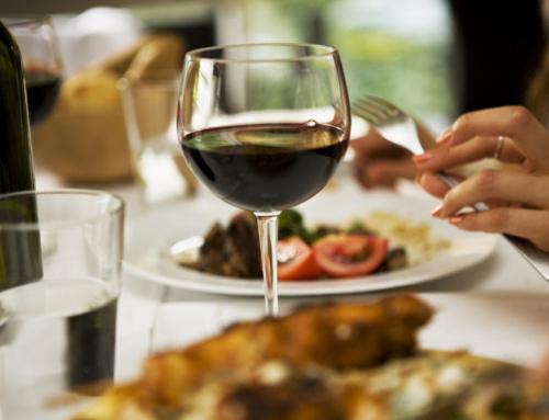 Dos vinos españoles conquistan al famoso catador británico Tim Atkins